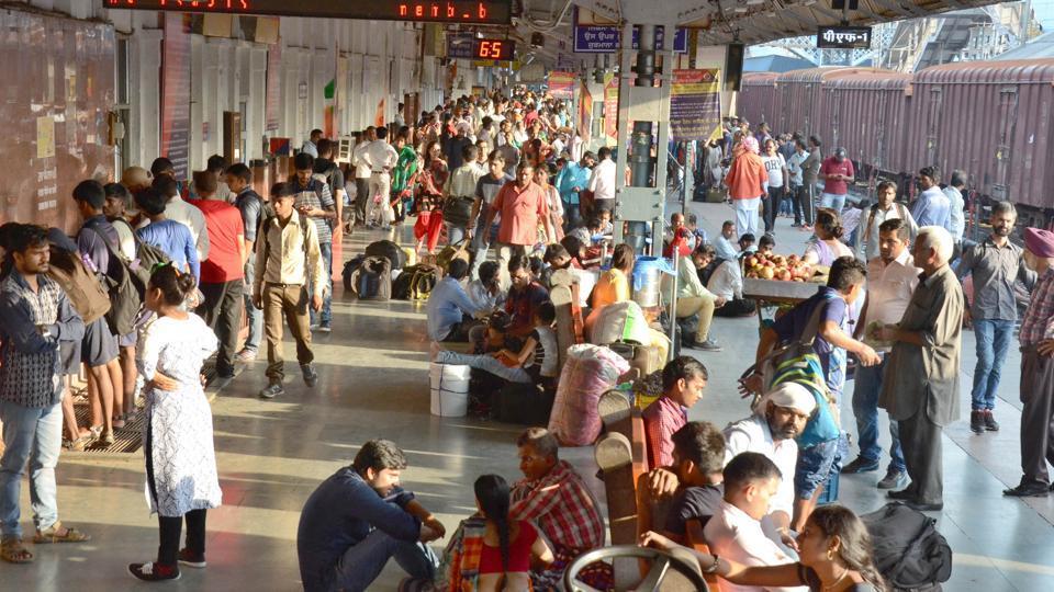 Bikashakhabara:no-waiting-in-platform-if-train-will-come-late